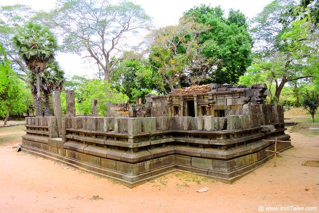 पोलोनरुवा का शिव मंदिर