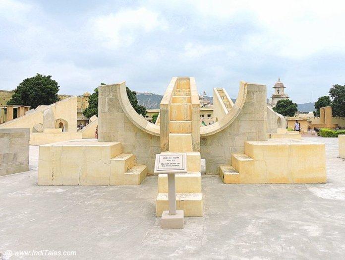 ज्यामितीय संरचनाएं - जंतर मंतर जयपुर