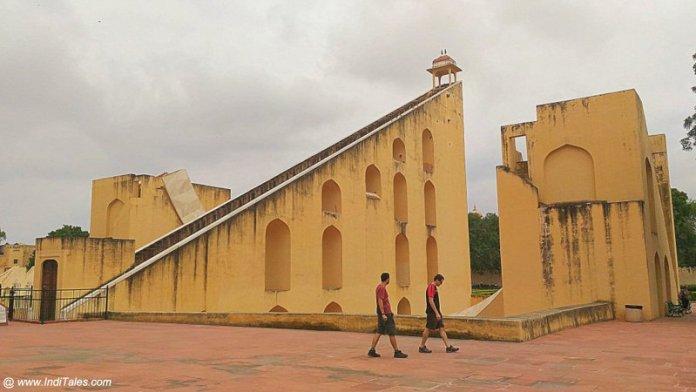 वृहत सम्राट यन्त्र - जंतर मंतर जयपुर