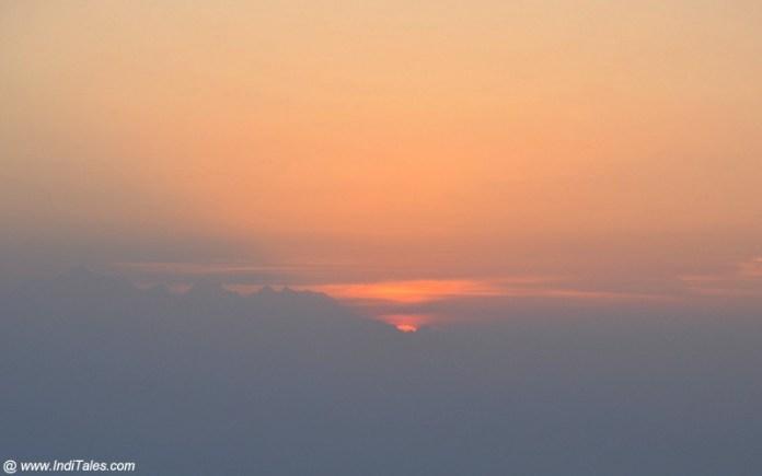 सूर्य के प्रथम दर्शन - बिनसर