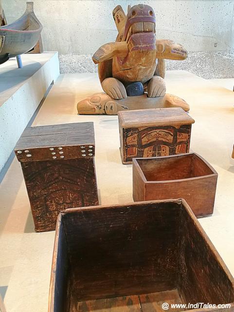 देवदार की लकड़ी से बने बक्से