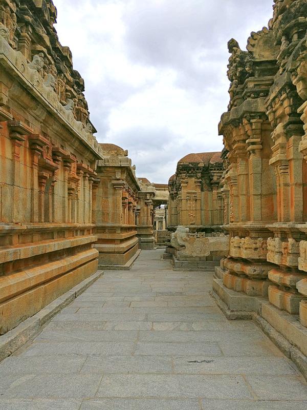 अवनी कोलर के रामलिंगेश्वर मंदिर समूह परिसर
