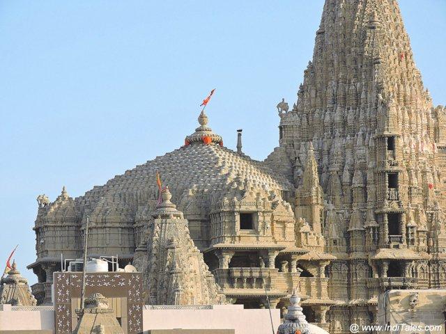 श्री द्वारकाधीश मंदिर का मंडप