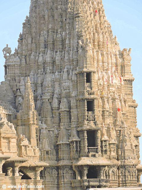 श्री द्वारकाधीश मंदिर का शिखर