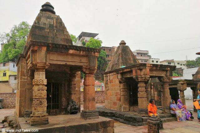 ममलेश्वर ज्योतिर्लिंग मंदिर परिसर