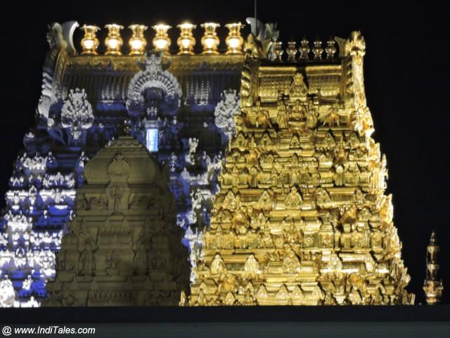 कांची कामाक्षी मंदिर के स्वर्णिम गोपुरम रात में