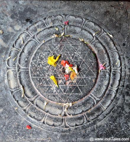 पाषाण पर उत्कीर्ण श्री चक्र यंत्र - एक्म्बरेश्वर मंदिर, कांचीपुरम