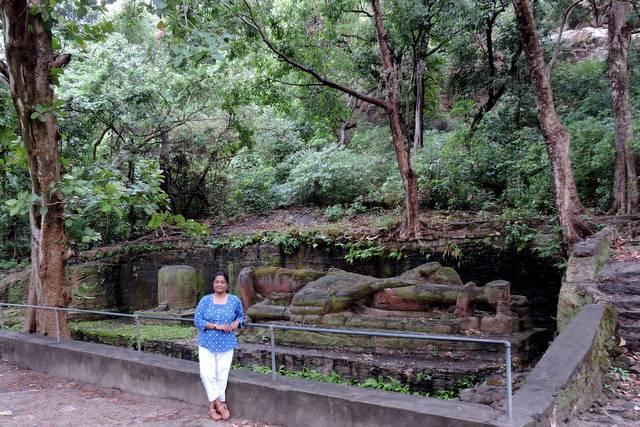 बांधवगढ़ राष्ट्रीय उद्यान में विष्णु की प्राचीन प्रतिमा