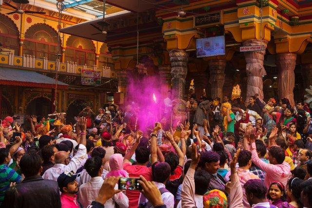मथुरा के द्वारकाधीश मंदिर की होली