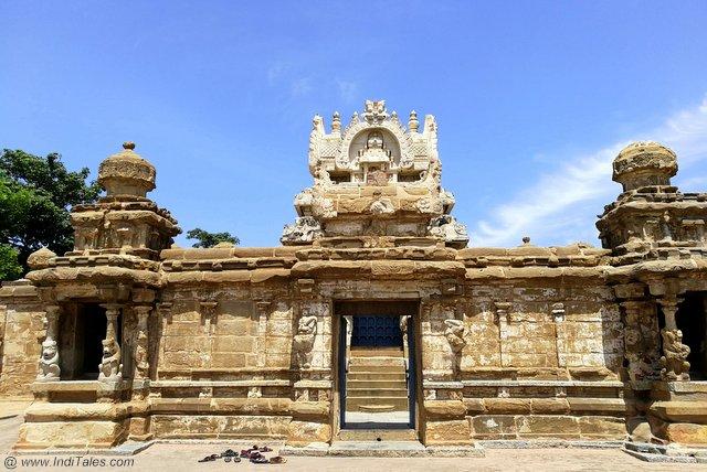 कैलाशनाथ मंदिर का प्रवेश द्वार