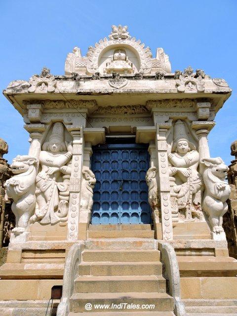 कैलाशनाथ मंदिर मुख्मंड़प