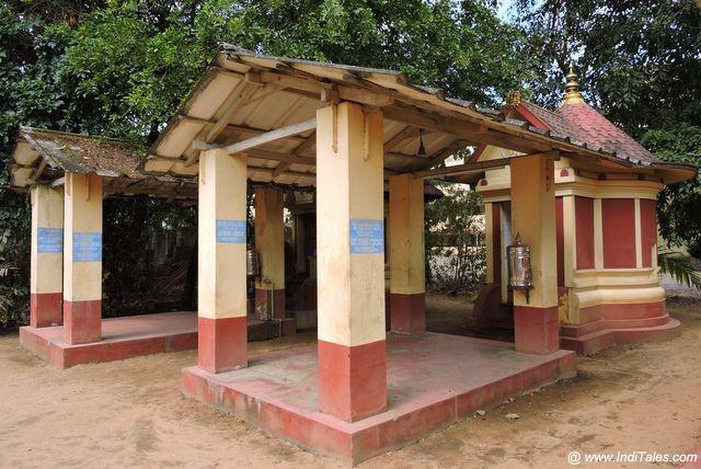 कांची मठ के छोटे मंदिर