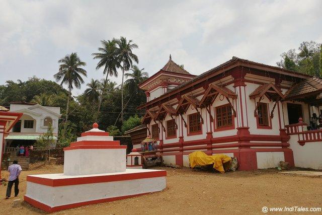 मल्लिकार्जुन मंदिर परिसर के छोटे बड़े शिव मंदिर