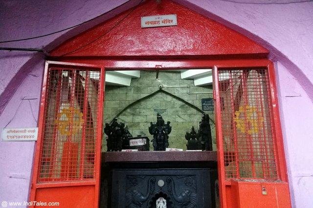 महालक्ष्मी मंदिर परिसर में नवग्रह मंदिर