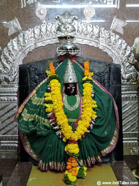 त्रिअम्बुली देवी की प्रतिमा