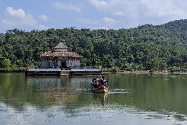 Varanga Jain Basadi en route Annapoorneshwari Temple