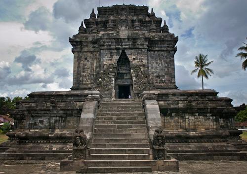 Mendut Temple Tourism