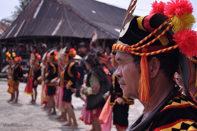 Pakaian adat Nias - Wisata Nias - Indonesia Traveller Guide