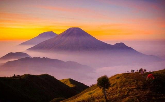 Pemandangan kabut awan puncak gunung prau – indonesia traveller
