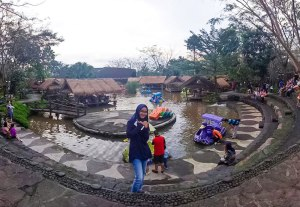 Resto terapung Rumah Air Resto berbagai permainan anak, tempat wisata keluarga di bogor indonesia traveller guide