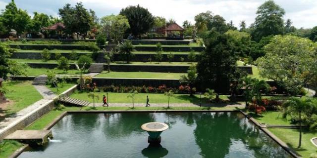 Taman narmada, Solo Travelling Explore Wisata Lombok, Indonesia traveller