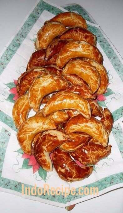 Patko/Kifli (Hungarian Walnut Crescent Pastry)