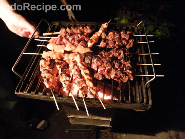 Sate Manis (Beef and Chicken Satay)