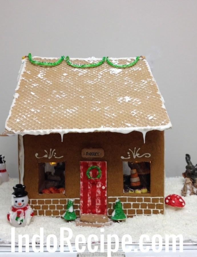 Gingerbread Bakery (Dollhouse Style)