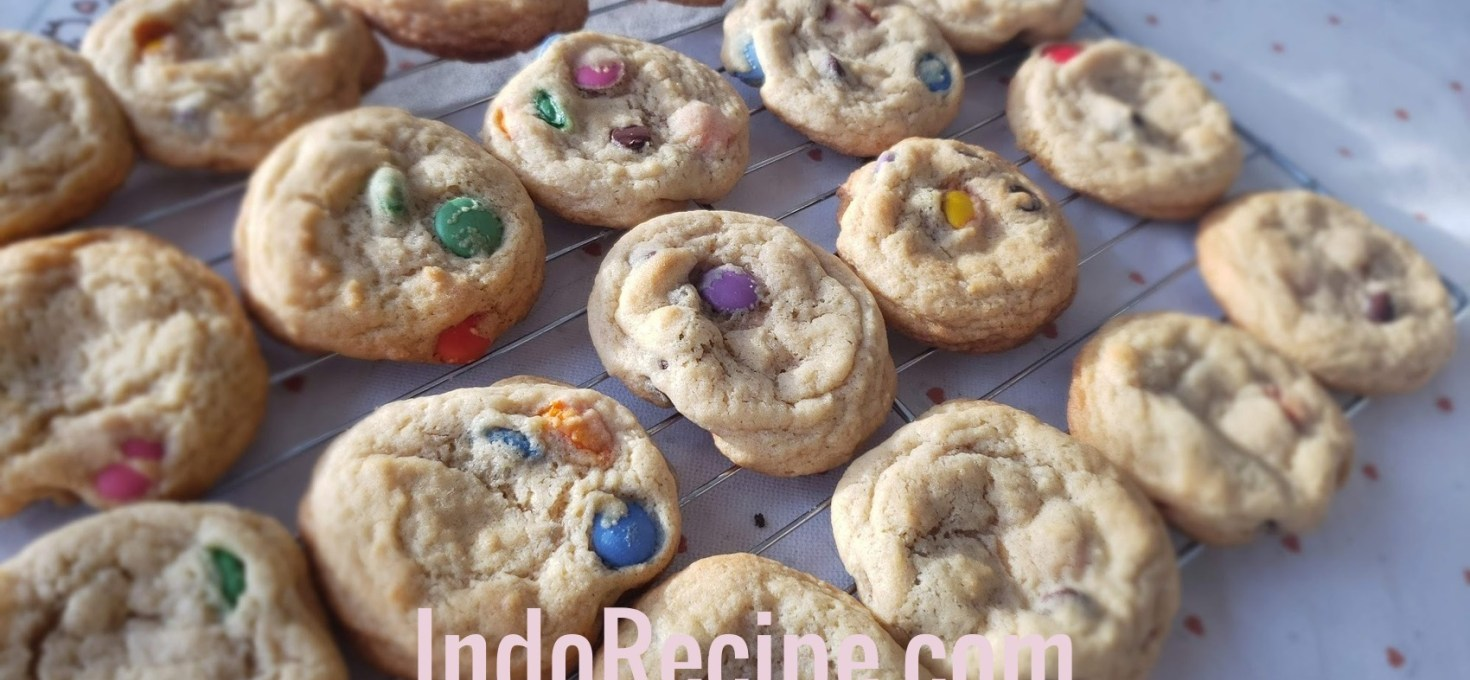 Smarties and Chocolate Chips Cookies