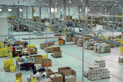 Konkurrent des Einzelhandels schlechthin: Amazon, hier das Versandzentrum in Leipzig. Foto: Amazon.de