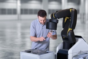 Ein Roboter als Helfer - nicht hinter dem Schutzzaun Foto: Bosch