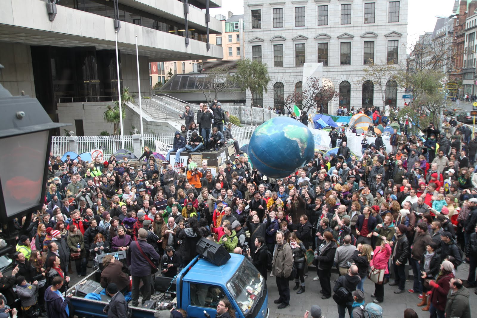 https://i0.wp.com/www.indymedia.ie/attachments/nov2011/bragg_crowd.jpg