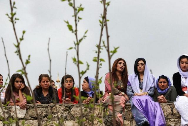 Ezidi kadınlar, Duhok-Şengal bölgesindeki savaşın mağduru oldular-fotoğraf-AFP .jpg