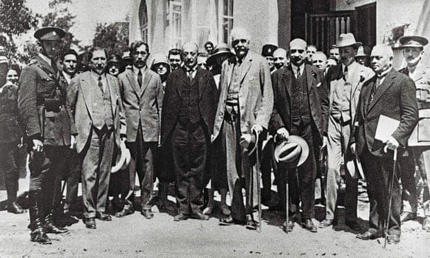 Yıl 1925, Arthur Balfour ile Siyonist lider Haim Waizman, İngiliz ve Yahudi siyasetçilerle Kudüs ziyaretindeler-Kaynak The Guardian gazetesi, fo.jpg