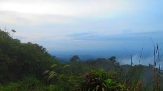 Zonsondergang op de bergketen die noord en zuid scheidt.