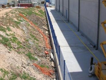 Construcción de vallados en parcelas o fincas con vallas sobre muro hormigón armado precio en Alicante