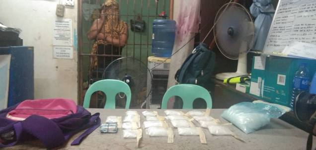 """Si Richard Barbosa, 23, alias """"Butong"""" suspetsadong drug pusher nakuhaan ug binultong shabu nga mukantidad ug P11.3 milyones pesos. (mga hulagway kuha ni Leah Villagorda)"""