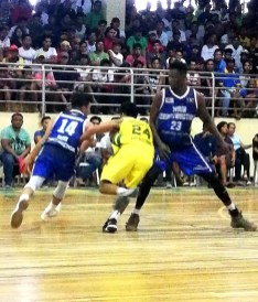 Shane Menina of Mair Construction/UC Webmasters (no. 14 blue jersey) gets a screen from teammate Tosh Sesay (no. 23 blue jersey) on this bit of action of the Mayor Kim Lope A. Asis Mayor's Cup Invitational Basketball Tournament 2019. The ARQ Builders/FEU Tamaraws defeated the Webmasters 82-77.