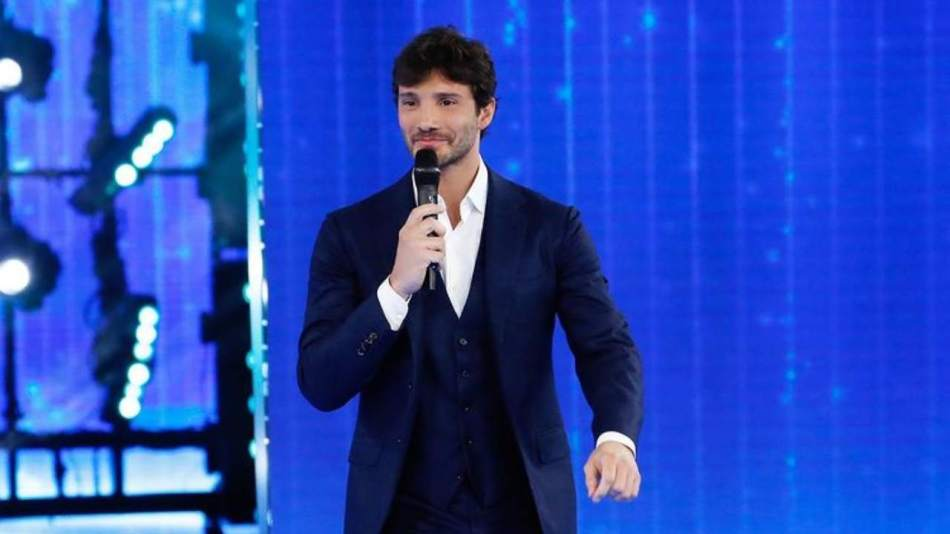 Il presentatore Stefano De Martino (foto Instagram).