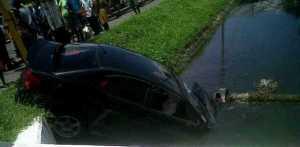 The car in the Lamaha canal.