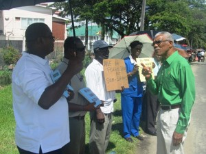 APNU Leader, David Granger interacts with some of the protestors in front of Office of the President. [iNews' Photo]