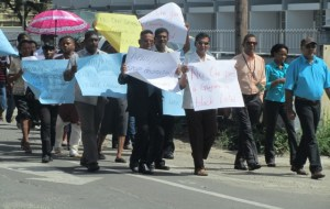 A section of the protestors being led by Former PPP Government Minister, Harripersaud Nokta. [iNews' Photo]