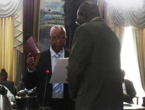 Ernest Elliot takes the oath of the National Assembly.