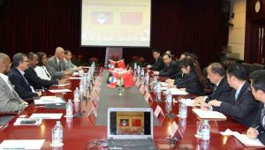 Talks between Antigua and Chinese delegations (Credit: GIS Antigua)