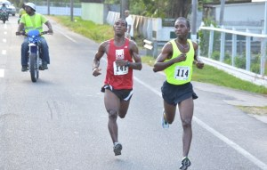 Cleveland Thomas holds off Kelvin Johnson (left] before making his move. [iNews' Photo]