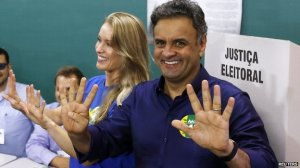 Challenger Aecio Neves voted in Belo Horizonte with his wife Leticia Weber