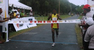 Cleveland Forde makes his way to the finish line. [iNews' Photo]