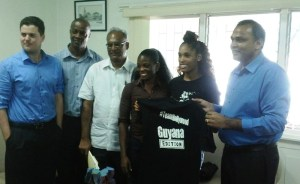 Kristi Castlin presents a jersey to the Minister of Dr Frank Anthony.  [iNews' Photo]