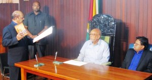 Dr Ganga takes the oath as Governor of the Bank of Guyana. [iNews' Photo]