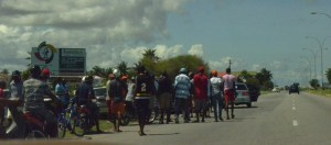 Some of the spectators and bidders at the races on Sunday along the ECD highway. [Cullen Bess Nelson Photo]